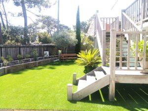 pelouse synthétique sur béton