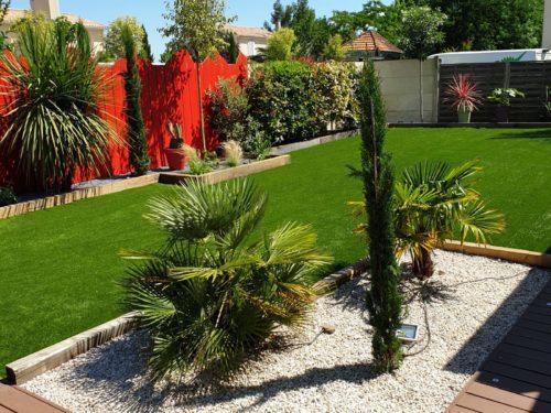 Aménagement jardin en gazon synthétique